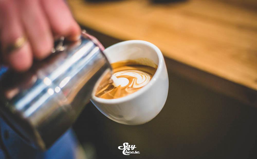 latte art mlijeko kafa
